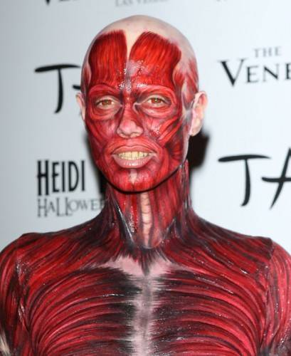 Heidi Klum Sports Best Halloween Costume EVER! | That Girl At The Party